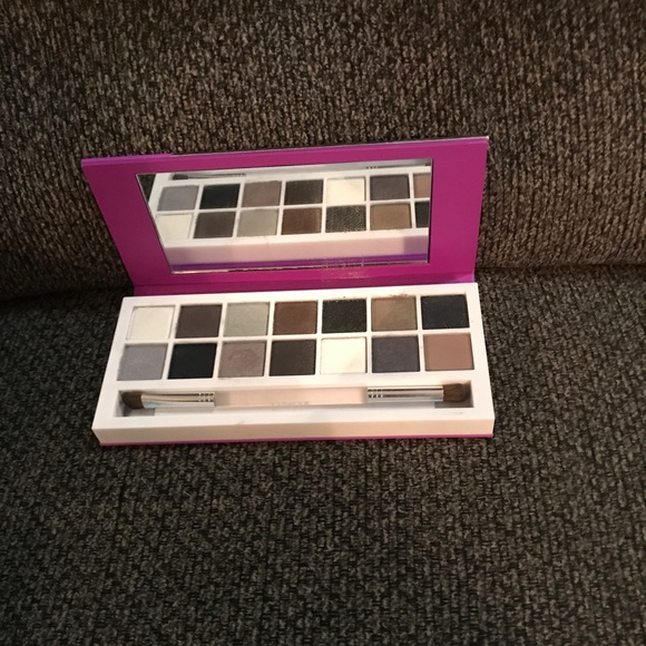Clinique Other - Clinique eyeshadow palette